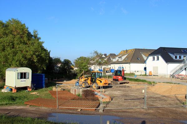 Baubeginn vom Zeltkino auf Hiddensee am Hafen.