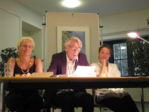 Petra Bogdahn (Berlin), Axel Werner (Berliner Ensemble) und Autorin Marion Magas.