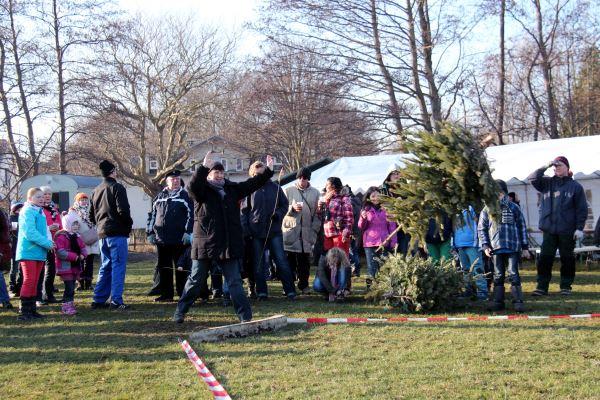 3. Hiddenseer Weihnachtsbaumweitwurf @ Sportplatz in Vitte | Insel Hiddensee | Mecklenburg-Vorpommern | Deutschland