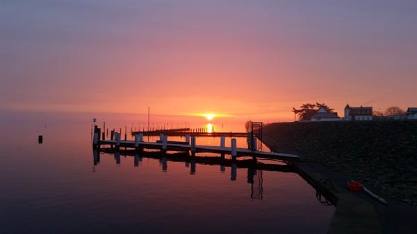 Sonnenaufgang am hafen in Vitte am 22.01.2015
